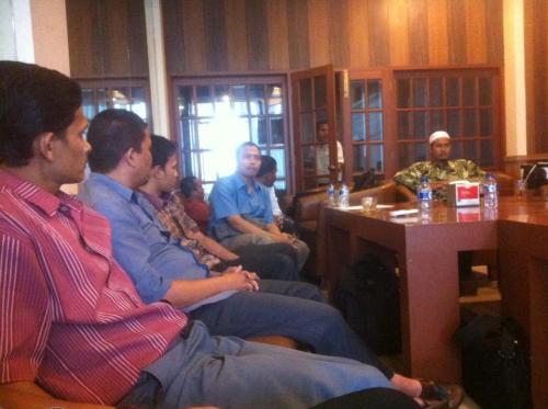 forum diskusi alumni hmi aceh.pemateri sm.moderator ramzi_10.9.15