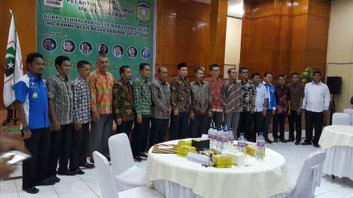 MELANTIK KAHMI ACEH BESAR. Sebuah kehormatan dapat melantik Pengurus MD-KAHMI Aceh Besar  (15/04/2016) bertempat di Asrama Haji Banda Aceh. Ini merupakan generasi kedua kepengurusan KAHMI Aceh Besar, namun yang pertama mengadakan pelantikan. besar harapan mereka ini menjadi sekelompok intelektual professional yang memiliki kekuatan hati untuk membangun kabupatennya. [SM]