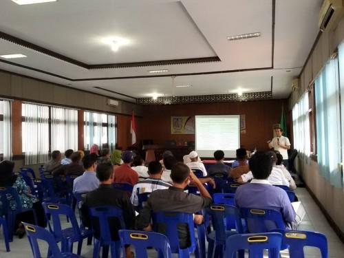 """PELATIHAN BUMG. Memberi materi """"Manajemen BUMG"""" untuk perangkat desa pengelola BUMG se-Kota Banda Aceh (05/06/2015)."""
