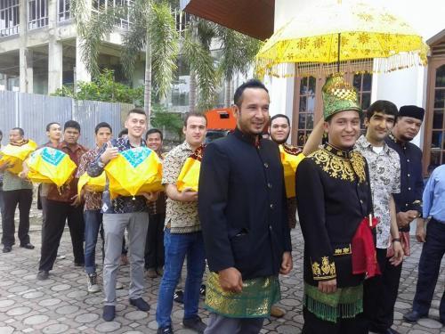 Pesta dan pengawalan oleh pasukan Tajik_khazakh_Turk_Kyrgis_3.1.15